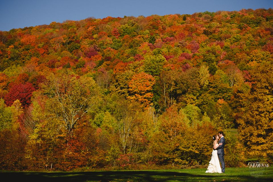 Arius image: bride and groom with autumn colors at Full Moon Resort