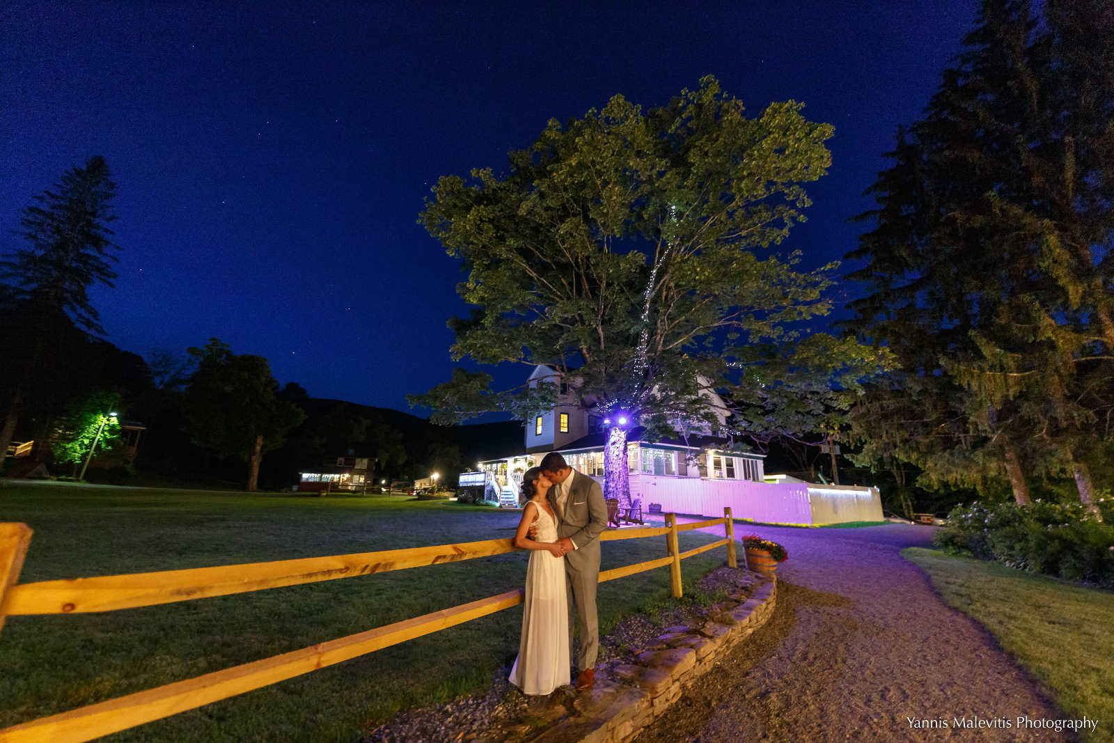 Yannis Malevitis image: bride and groom kiss at Full Moon Resort