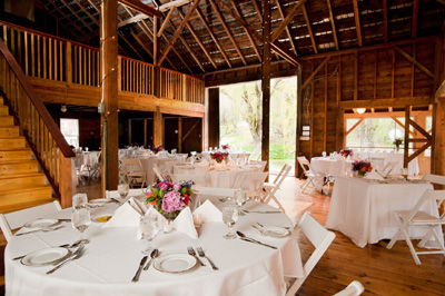 Tracey Eller image: Barn weddings at Full Moon Resort