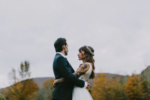 Autumn Wedding coulple with mountain backdrop